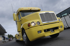 large-yellow-stationery-truck_rKsluL0Ej_thumb